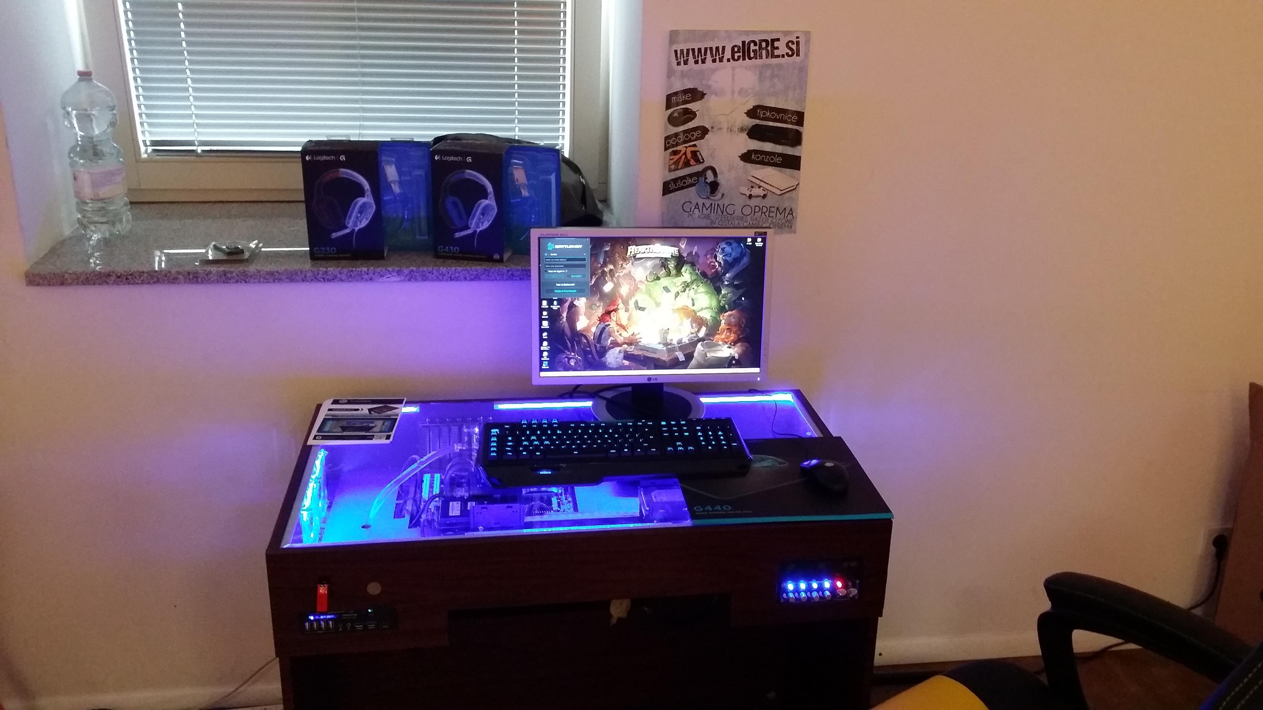 Radioactive LAN 5 - S7 Desk 2014 - By S7 design